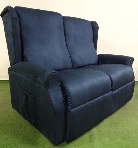 Divano reclinabile anna con una seduta alzapersona un motore ed una con posizione regolabile - Divano doppia seduta ...