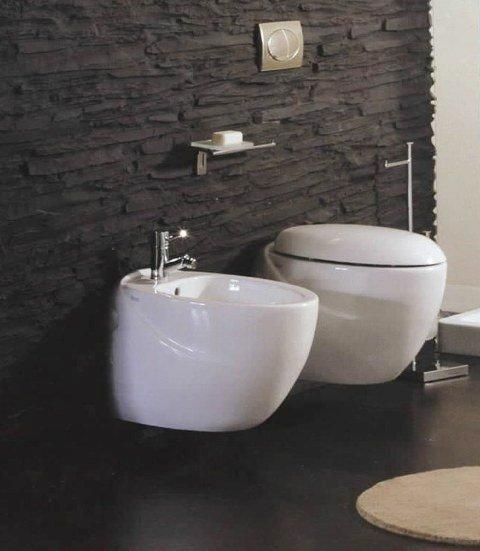 sanitari in ceramica azzurra bidet e wc con copriwc