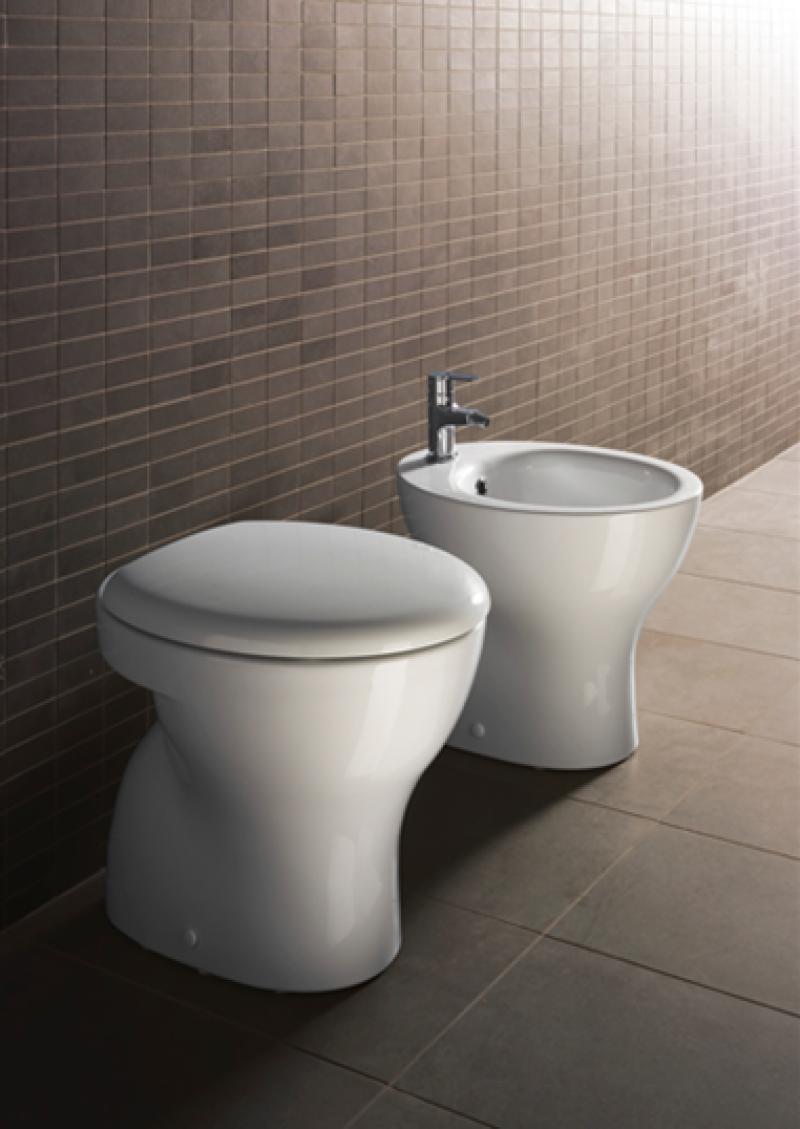 sanitari bagno in ceramica bianchi sospesi o a terra ba